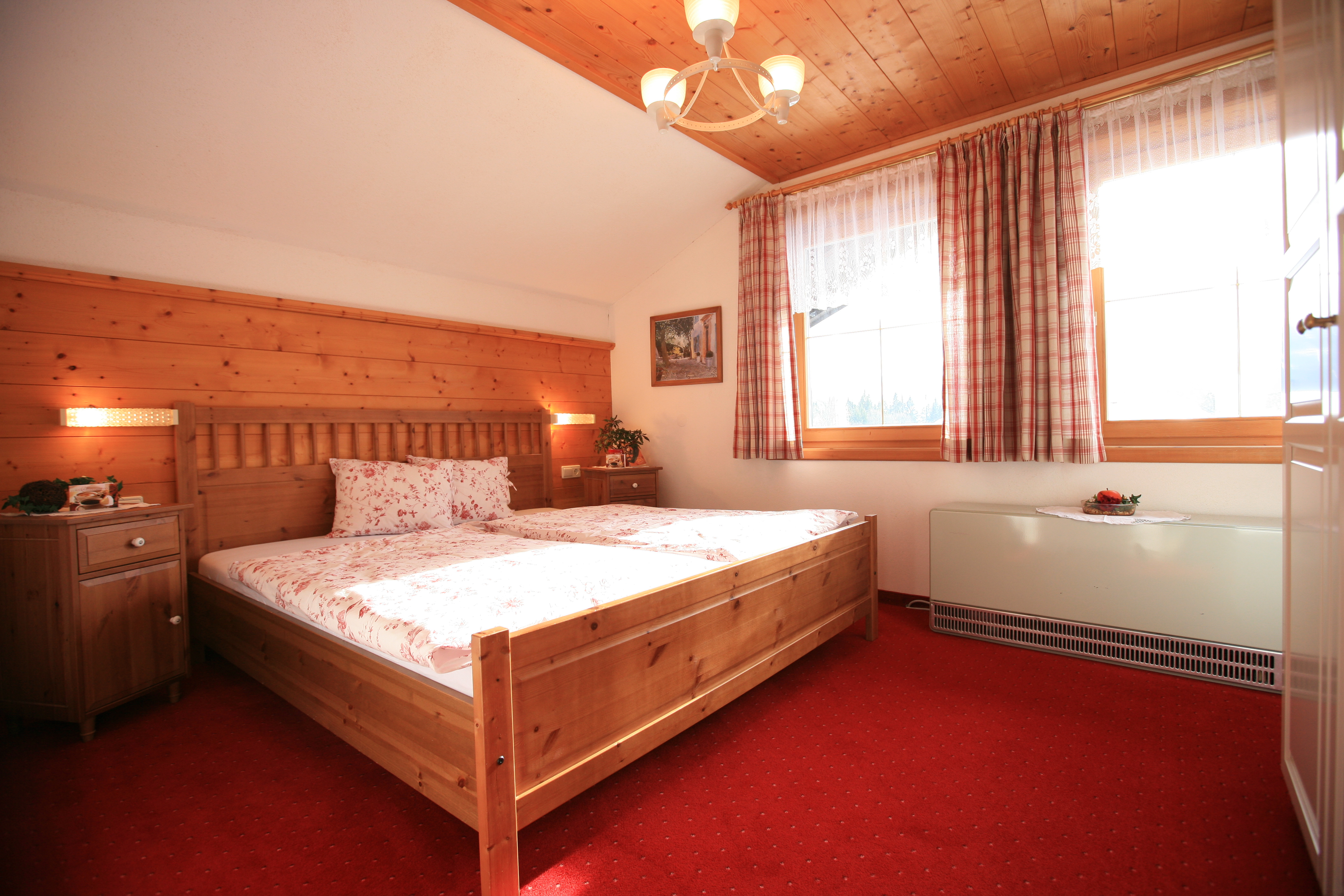 Eines unserer Zimmer/One of our rooms